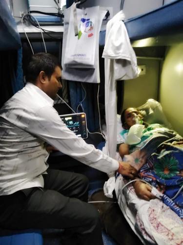 Panchmukhi Train Ambulance from Kolkata to Delhi